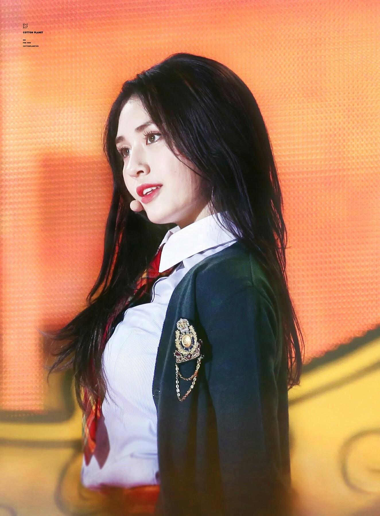 Chùm ảnh: Những công chúa, hoàng tử ngoại quốc của Kpop đẹp rực rỡ trên sân khấu (P.1) - Ảnh 60.