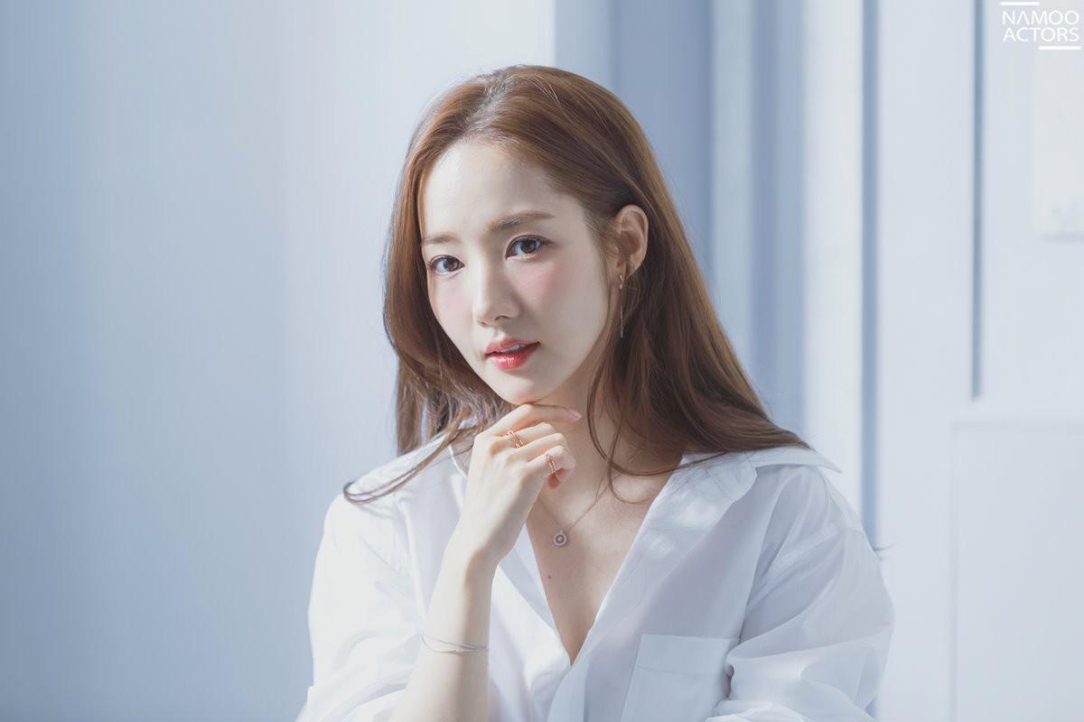 Ảnh hậu trường đẹp khó tin của đệ nhất dao kéo Park Min Young: Đẳng cấp còn hơn cả thiên thần tỉ tỉ - Ảnh 3.