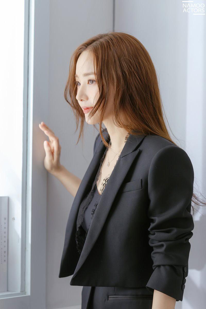 Ảnh hậu trường đẹp khó tin của đệ nhất dao kéo Park Min Young: Đẳng cấp còn hơn cả thiên thần tỉ tỉ - Ảnh 6.
