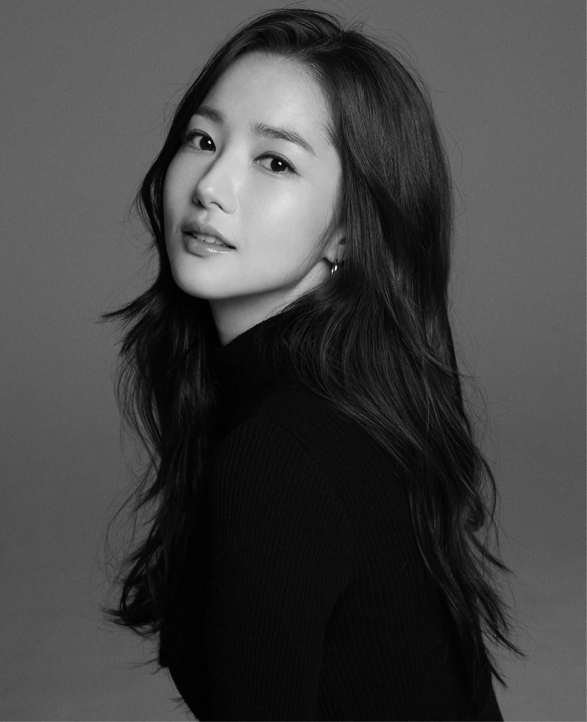Ảnh hậu trường đẹp khó tin của đệ nhất dao kéo Park Min Young: Đẳng cấp còn hơn cả thiên thần tỉ tỉ - Ảnh 17.