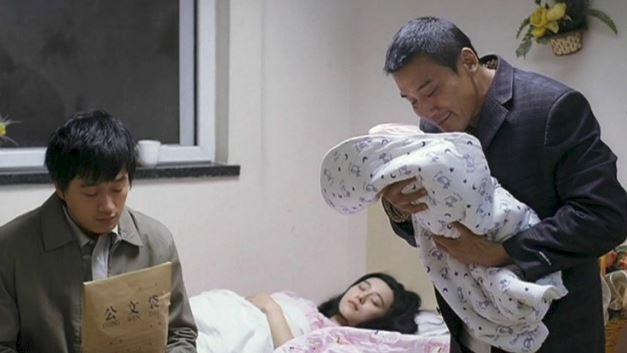 Sự thật về bức ảnh Phạm Băng Băng cho con riêng bú sữa bùng nổ mạng xã hội xứ Trung - Ảnh 3.