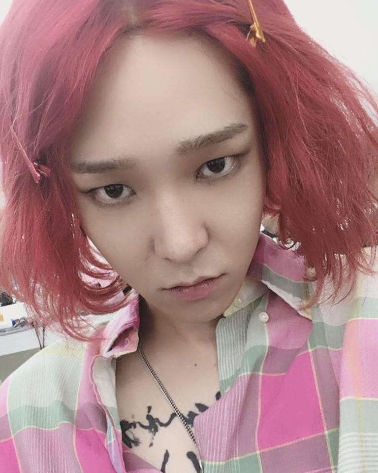 Đổi gió với tóc hồng, Nam Tae Hyun khiến cộng đồng netizen Việt - Hàn la oai oái - Ảnh 1.
