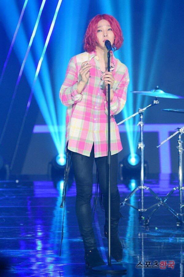 Đổi gió với tóc hồng, Nam Tae Hyun khiến cộng đồng netizen Việt - Hàn la oai oái - Ảnh 4.
