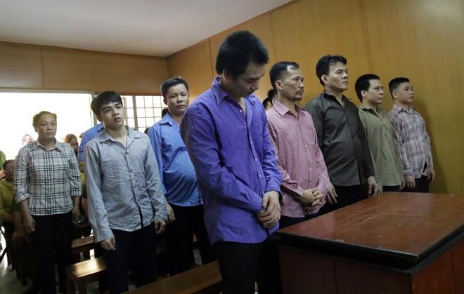 Băng nhóm giang hồ Sài Gòn tranh giành địa bàn, ăn tiền trên thân xác người bán dâm chuyển giới - Ảnh 2.