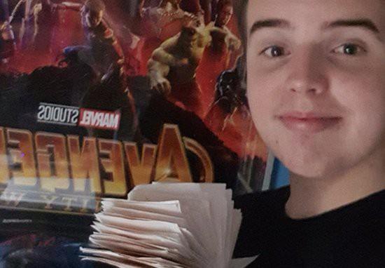 45 lần chưa là gì, xuất hiện super fan đã xem Avengers: Infinity War tới 100 lần - Ảnh 1.