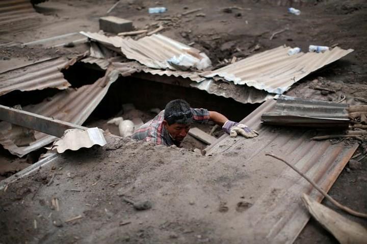 Ảnh: Gian nan tìm kiếm các thi thể bị núi lửa ở Guatemala chôn vùi - Ảnh 12.
