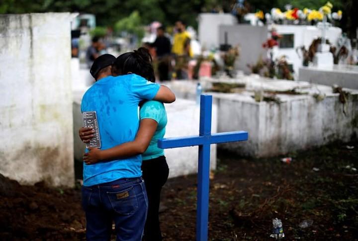 Ảnh: Gian nan tìm kiếm các thi thể bị núi lửa ở Guatemala chôn vùi - Ảnh 14.