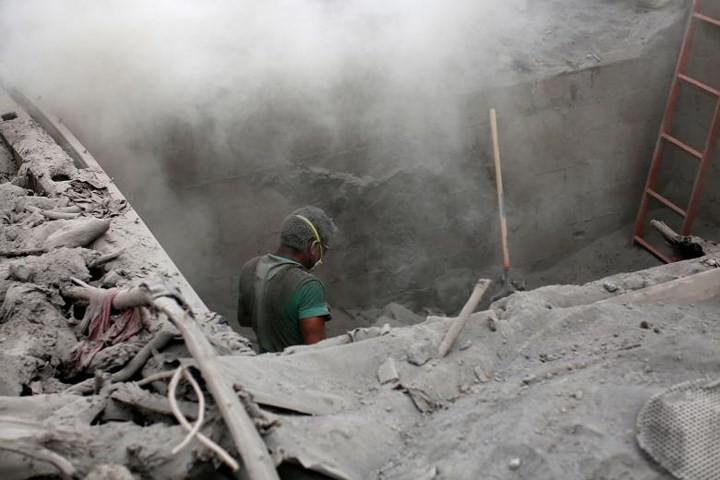 Ảnh: Gian nan tìm kiếm các thi thể bị núi lửa ở Guatemala chôn vùi - Ảnh 16.