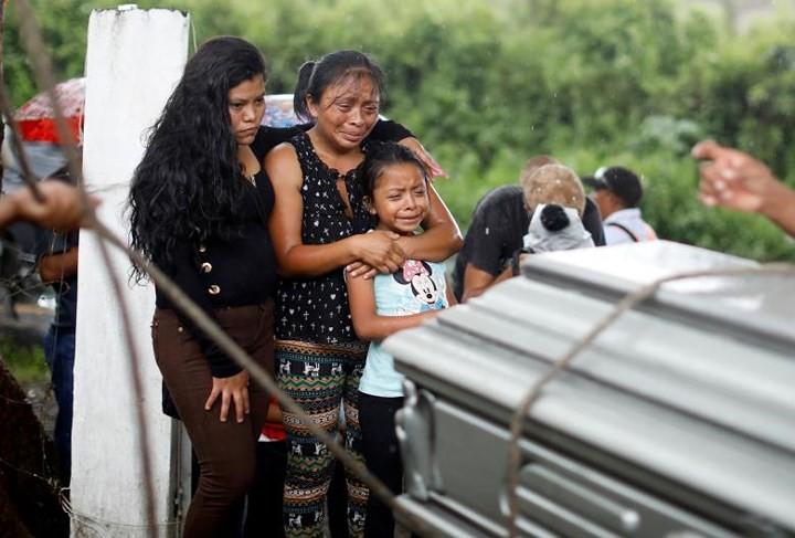 Ảnh: Gian nan tìm kiếm các thi thể bị núi lửa ở Guatemala chôn vùi - Ảnh 18.