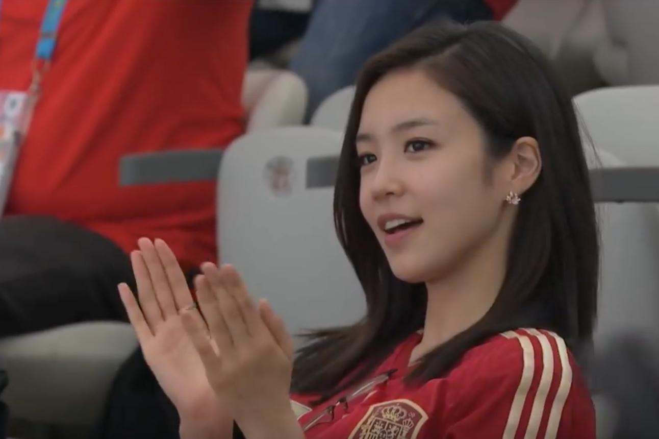 Nữ MC Hàn Quốc có nụ cười đổi đời tại World Cup 2014 giờ ra sao? - Ảnh 2.