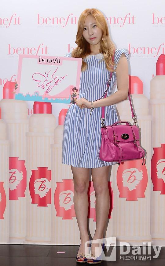 Nghịch lí của Taeyeon: thường ngày mặc đơn giản thì xinh nhưng cứ lồng lộn đi sự kiện lại thành sến - Ảnh 10.