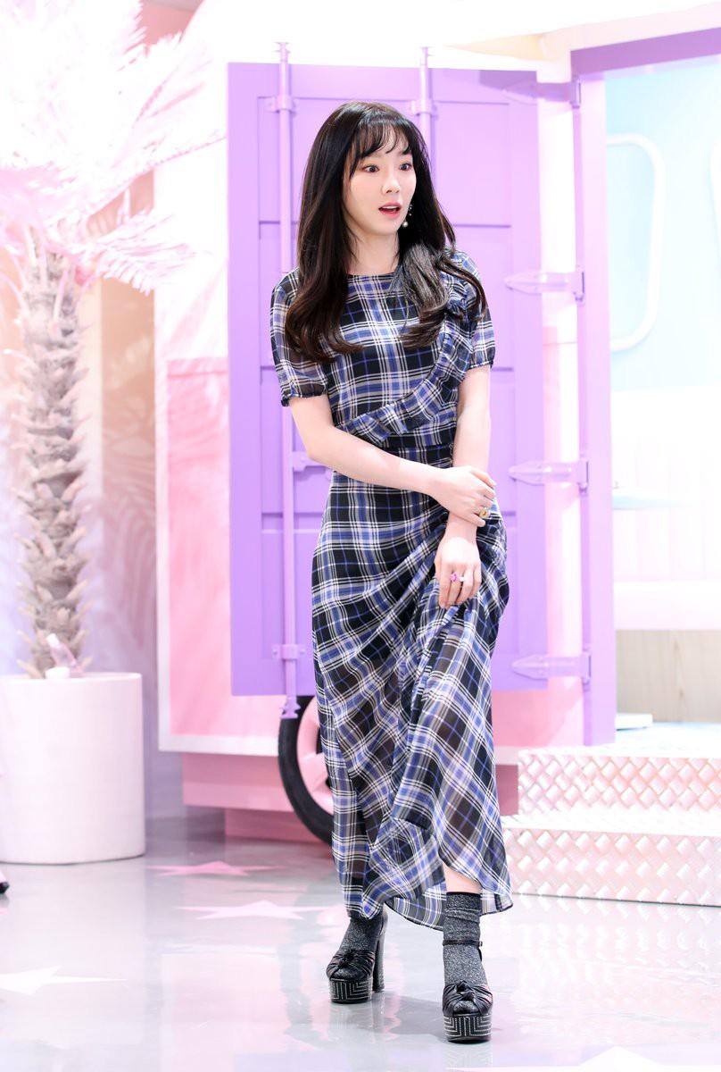 Nghịch lí của Taeyeon: thường ngày mặc đơn giản thì xinh nhưng cứ lồng lộn đi sự kiện lại thành sến - Ảnh 6.