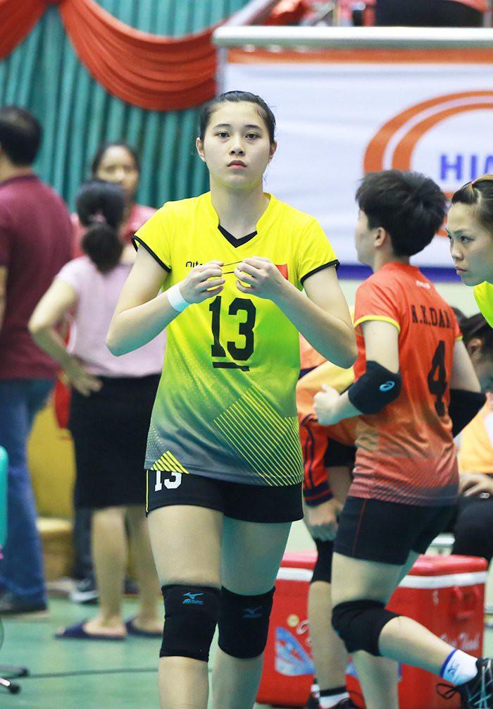 Hoa khôi bóng chuyền 16 tuổi Đặng Thu Huyền hâm mộ Bùi Tiến Dũng - Ảnh 8.