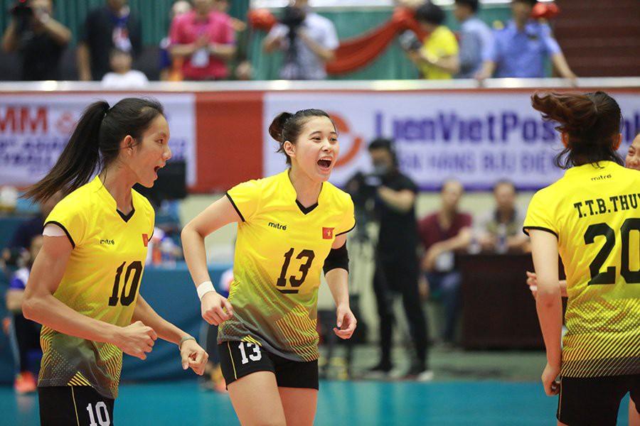 Hoa khôi bóng chuyền 16 tuổi Đặng Thu Huyền hâm mộ Bùi Tiến Dũng - Ảnh 2.