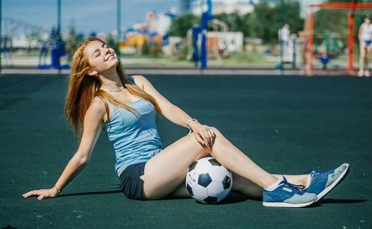 MXH Nga ngập tràn những cô nàng khoe dáng nóng bỏng chào mừng World Cup 2018 - Ảnh 3.