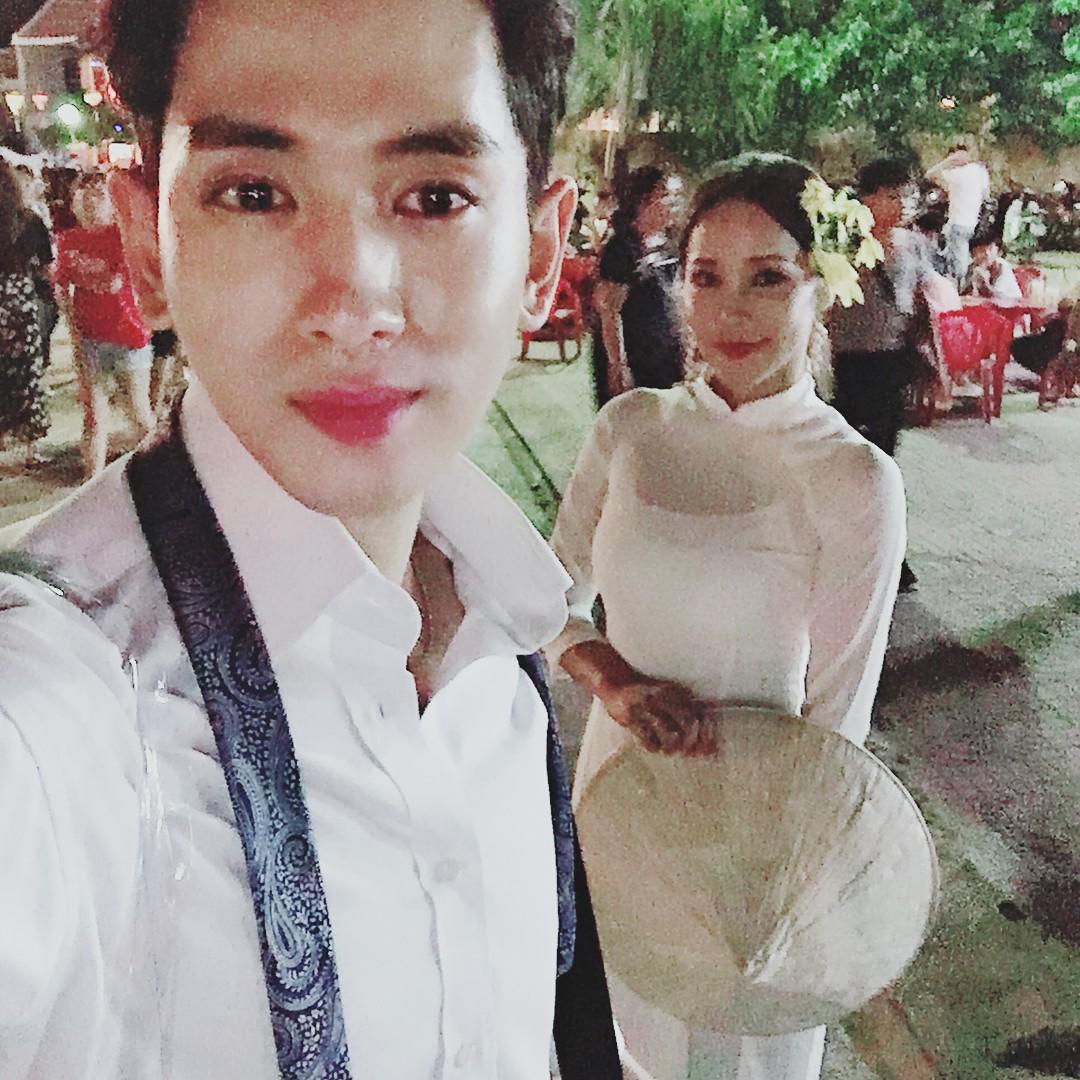 Dispatch đưa tin nữ ca sĩ bốc lửa xứ Hàn diện áo dài, cùng chồng kém 17 tuổi đến tận Việt Nam để chụp hình cưới - Ảnh 3.