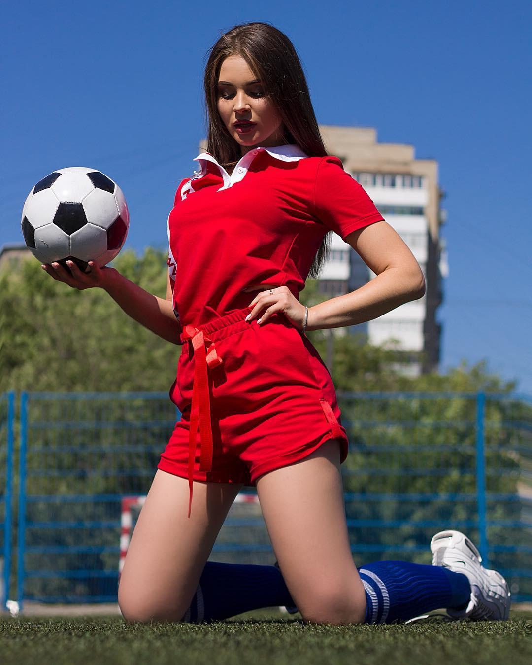 MXH Nga ngập tràn những cô nàng khoe dáng nóng bỏng chào mừng World Cup 2018 - Ảnh 7.