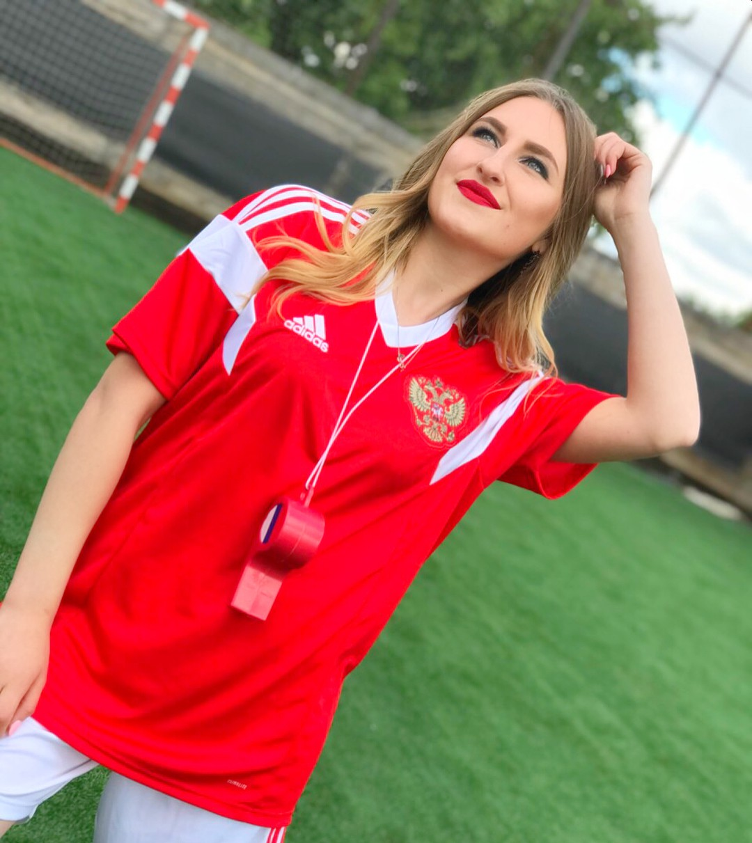 MXH Nga ngập tràn những cô nàng khoe dáng nóng bỏng chào mừng World Cup 2018 - Ảnh 8.