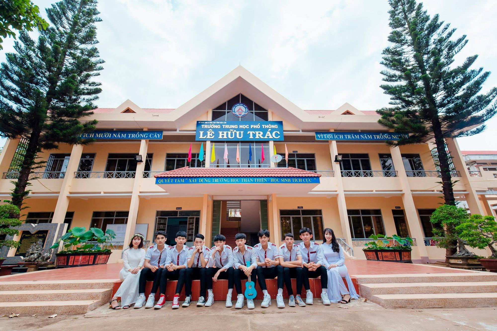 Mặc sơ mi trắng nhảy Panama siêu đẹp, nhóm nam sinh phố núi Đắk Lắk thể hiện độ chất chơi không kém ai - Ảnh 7.
