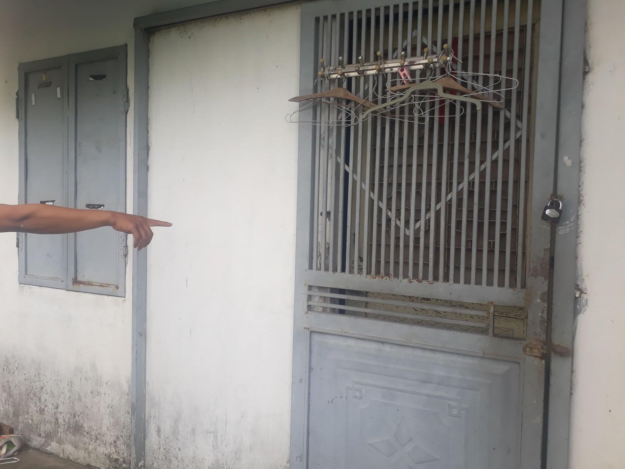 Giây phút bố đẻ khóa trái cửa, dùng tuýp sắt bạo hành dã man 2 con ở Hà Nội: Nó đánh con như đánh kẻ thù vậy! - Ảnh 1.