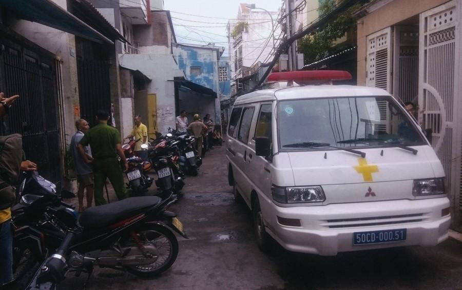 Hàng xóm bàng hoàng trước vụ việc 2 cha con tử vong bất thường với nhiều vết đâm ở Sài Gòn - Ảnh 2.