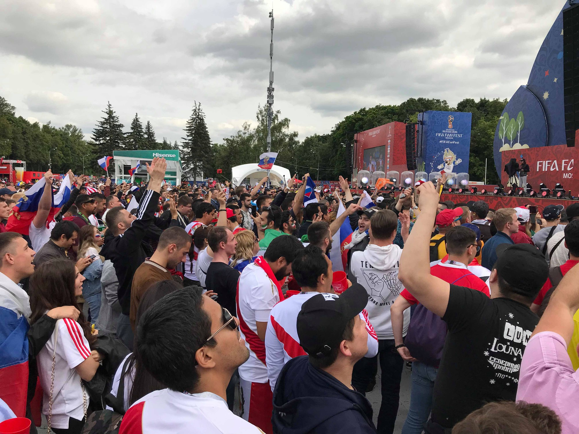 Du học sinh Việt tại Nga đang khiến bạn bè ở quê nhà ghen tỵ vì được đến tận nơi xem World Cup 2018 - ảnh 2