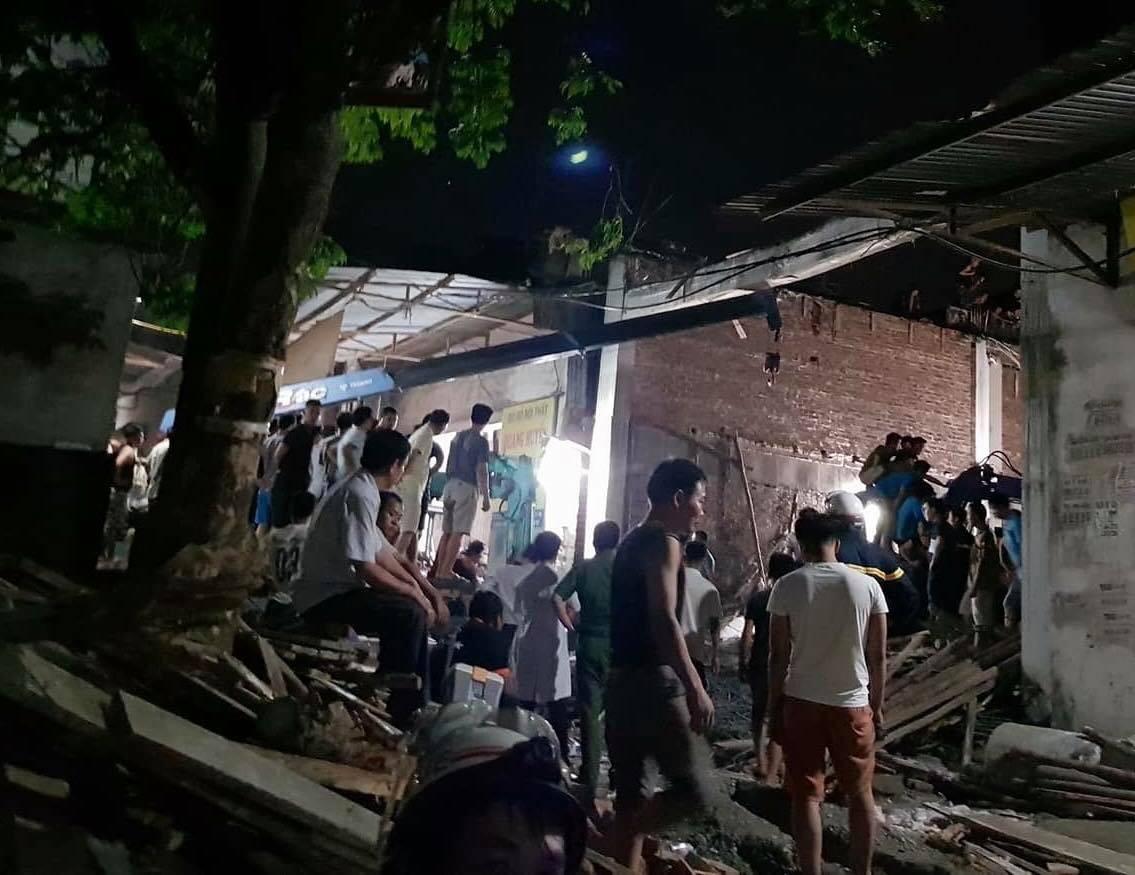 Hà Nội: Sập công trình xây dựng, 1 người bị trần bê tông đè lên người lấp tử vong - Ảnh 2.
