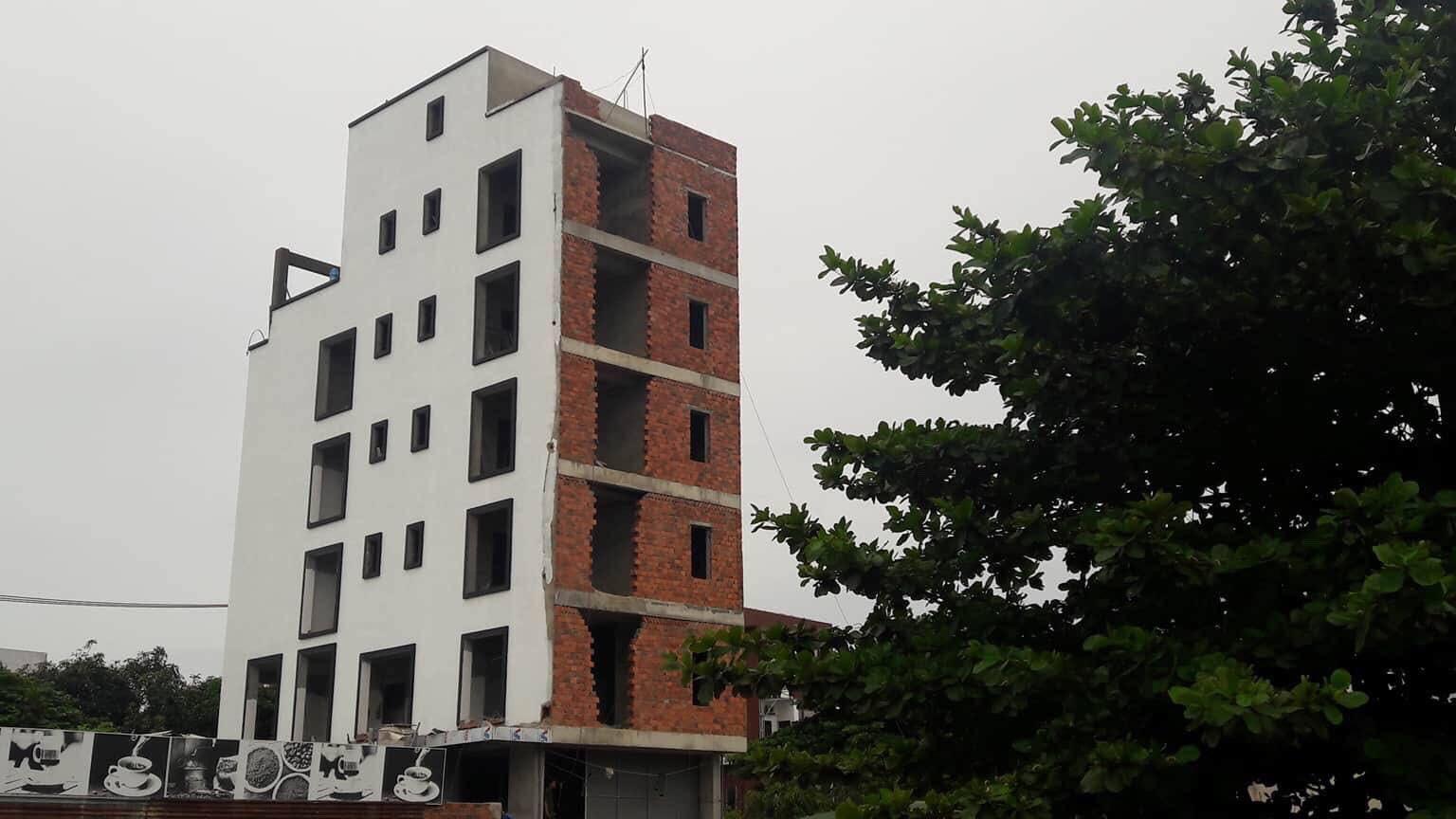Cùng cha ra Đà Nẵng phụ hồ, thanh niên 19 tuổi tử vong vì bị điện giật rơi từ tầng 7 xuống đất - Ảnh 1.