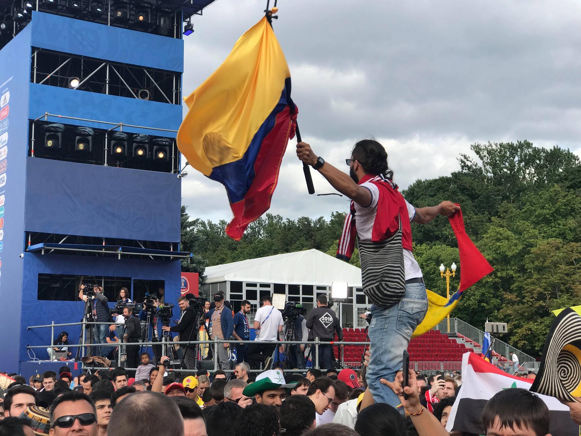 Dẫn trước 2:0, du học sinh Việt cùng người dân Nga hát vang bài ca chiến thắng ở thủ đô Moscow - Ảnh 4.