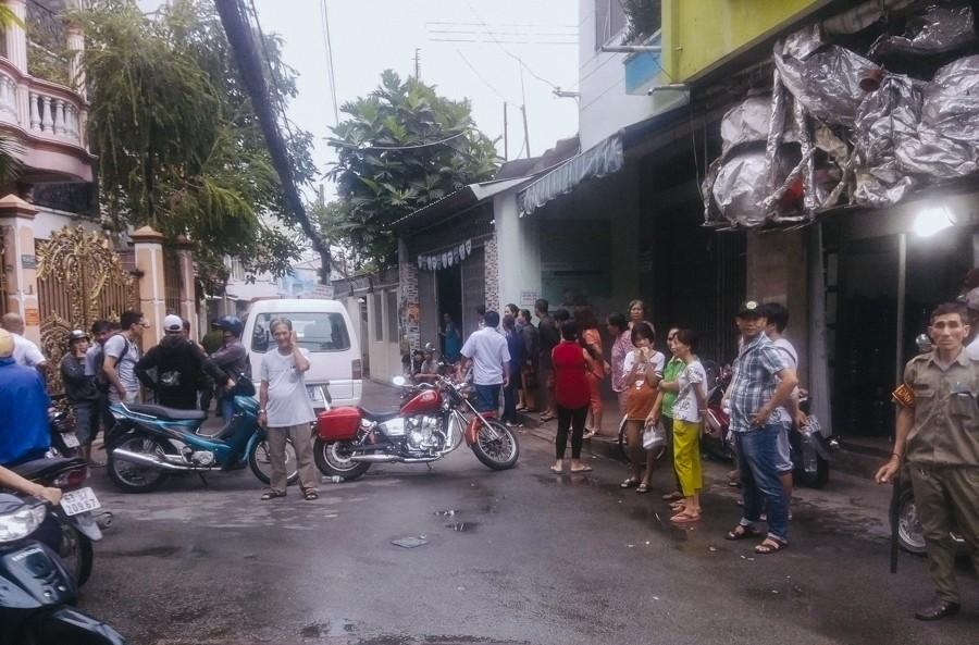 Hàng xóm bàng hoàng trước vụ việc 2 cha con tử vong bất thường với nhiều vết đâm ở Sài Gòn - Ảnh 3.