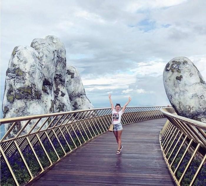 Dân tình bấn loạn trước cây cầu vàng hình bàn tay khổng lồ ở Đà Nẵng, rần rần rủ nhau đến check in - Ảnh 8.