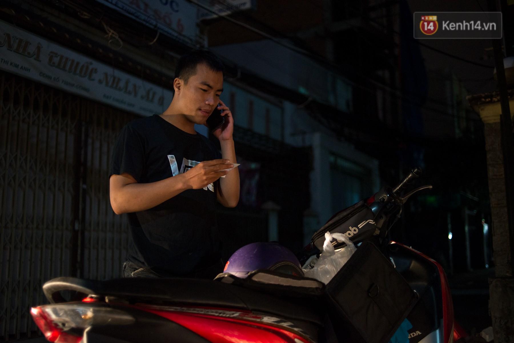 Dịch vụ giao thức ăn đêm ở Sài Gòn tăng cường hoạt động đến gần 3h sáng trong mùa World Cup - Ảnh 13.