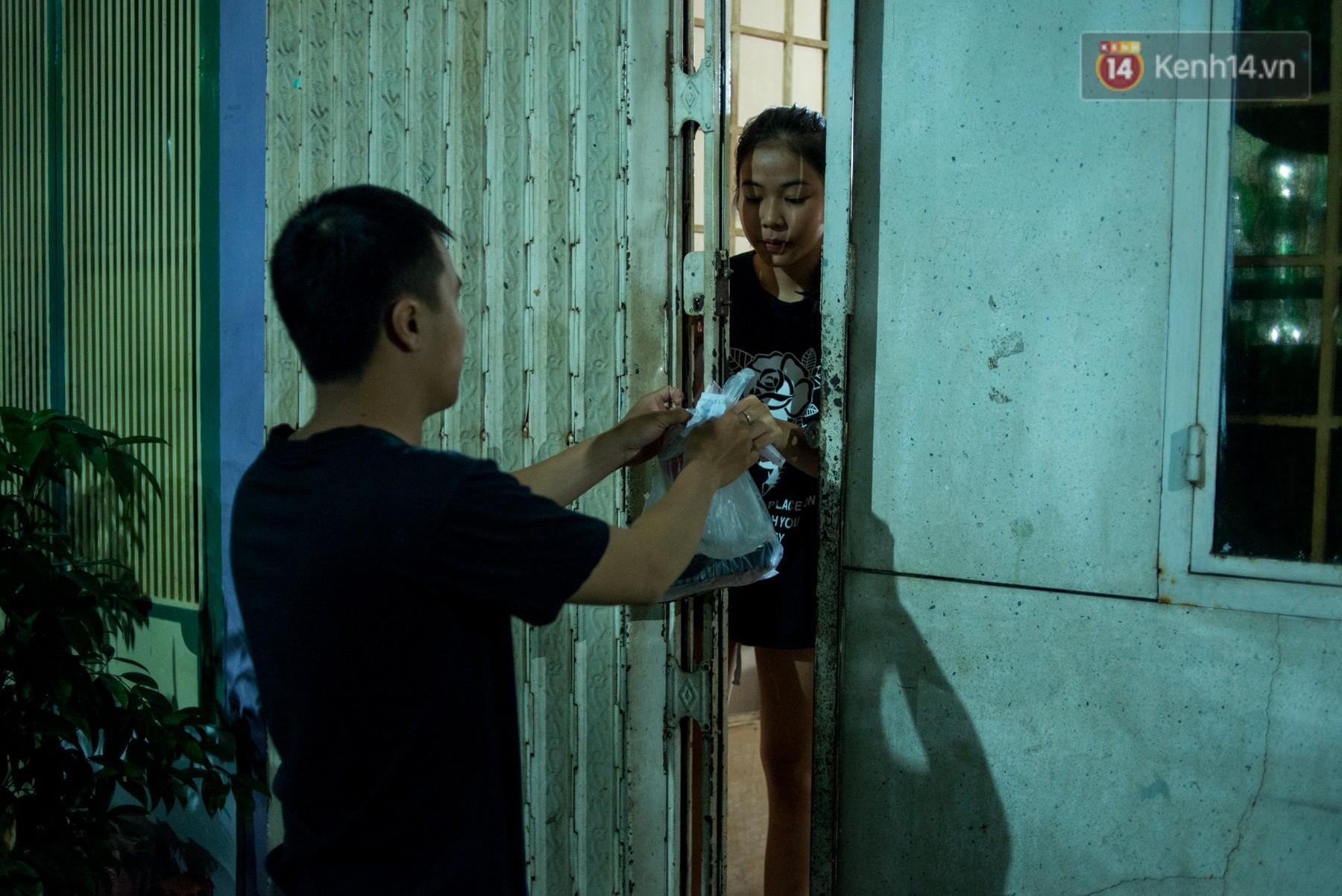 Dịch vụ giao thức ăn đêm ở Sài Gòn tăng cường hoạt động đến gần 3h sáng trong mùa World Cup - Ảnh 11.