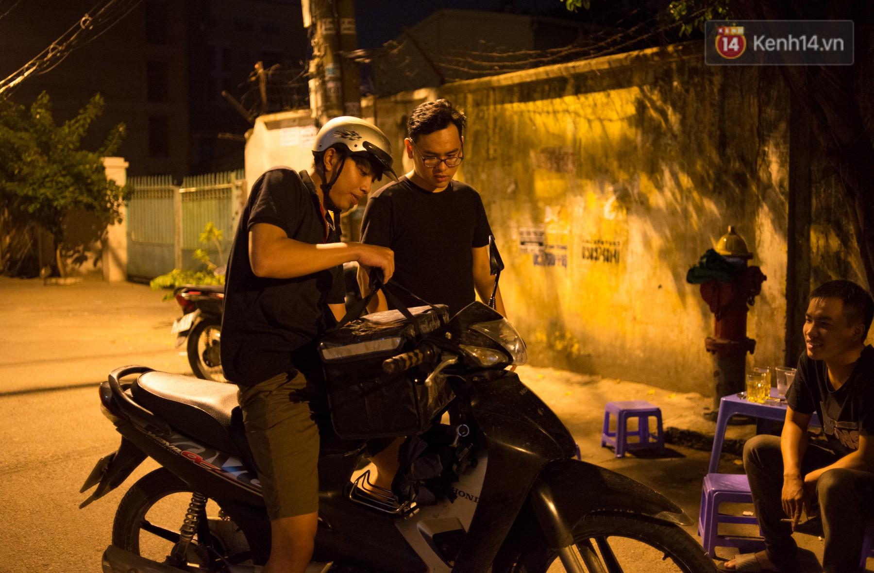 Dịch vụ giao thức ăn đêm ở Sài Gòn tăng cường hoạt động đến gần 3h sáng trong mùa World Cup - Ảnh 8.