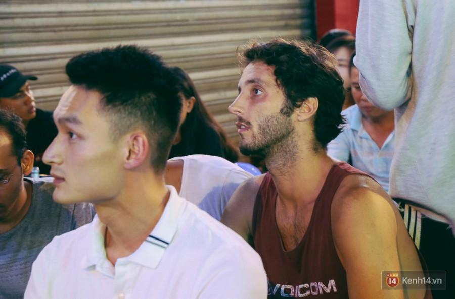 Phố Tây ở Sài Gòn chật kín trong ngày khai mạc World Cup 2018, khách Nga hò hét ăn mừng khi đội nhà thắng đậm - Ảnh 11.
