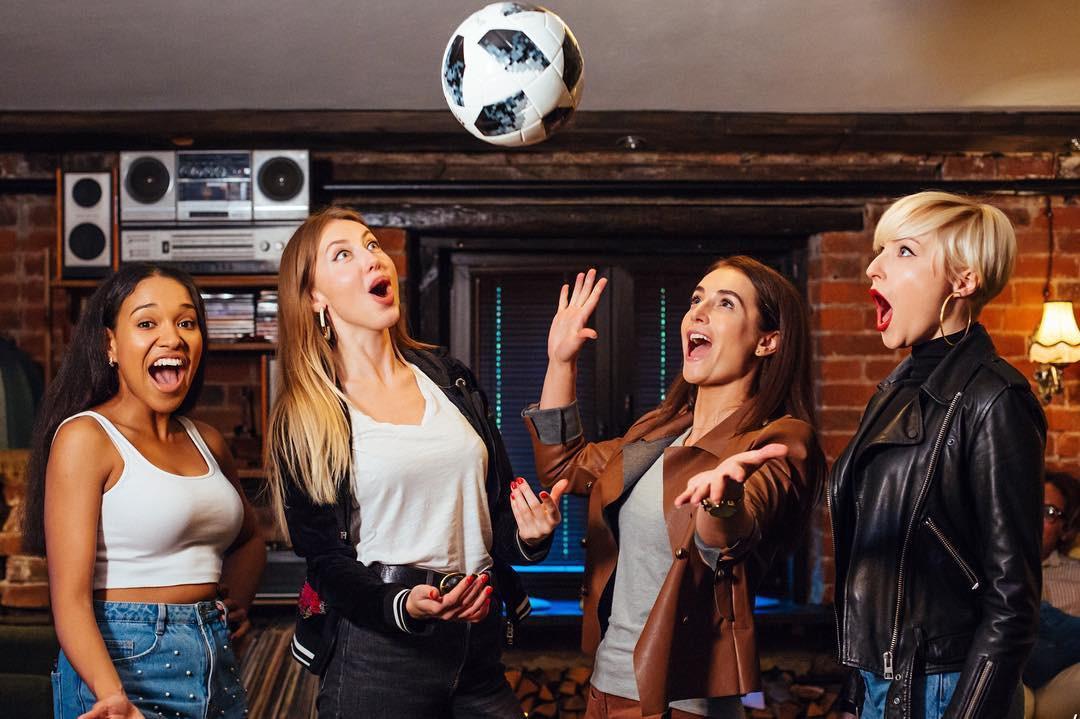 MXH Nga ngập tràn những cô nàng khoe dáng nóng bỏng chào mừng World Cup 2018 - Ảnh 12.