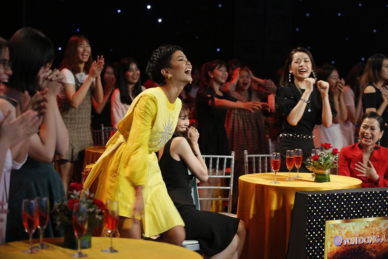 Bị thắc mắc về style váy tụt, đây là câu trả lời hài hước của Chi Pu! - Ảnh 6.