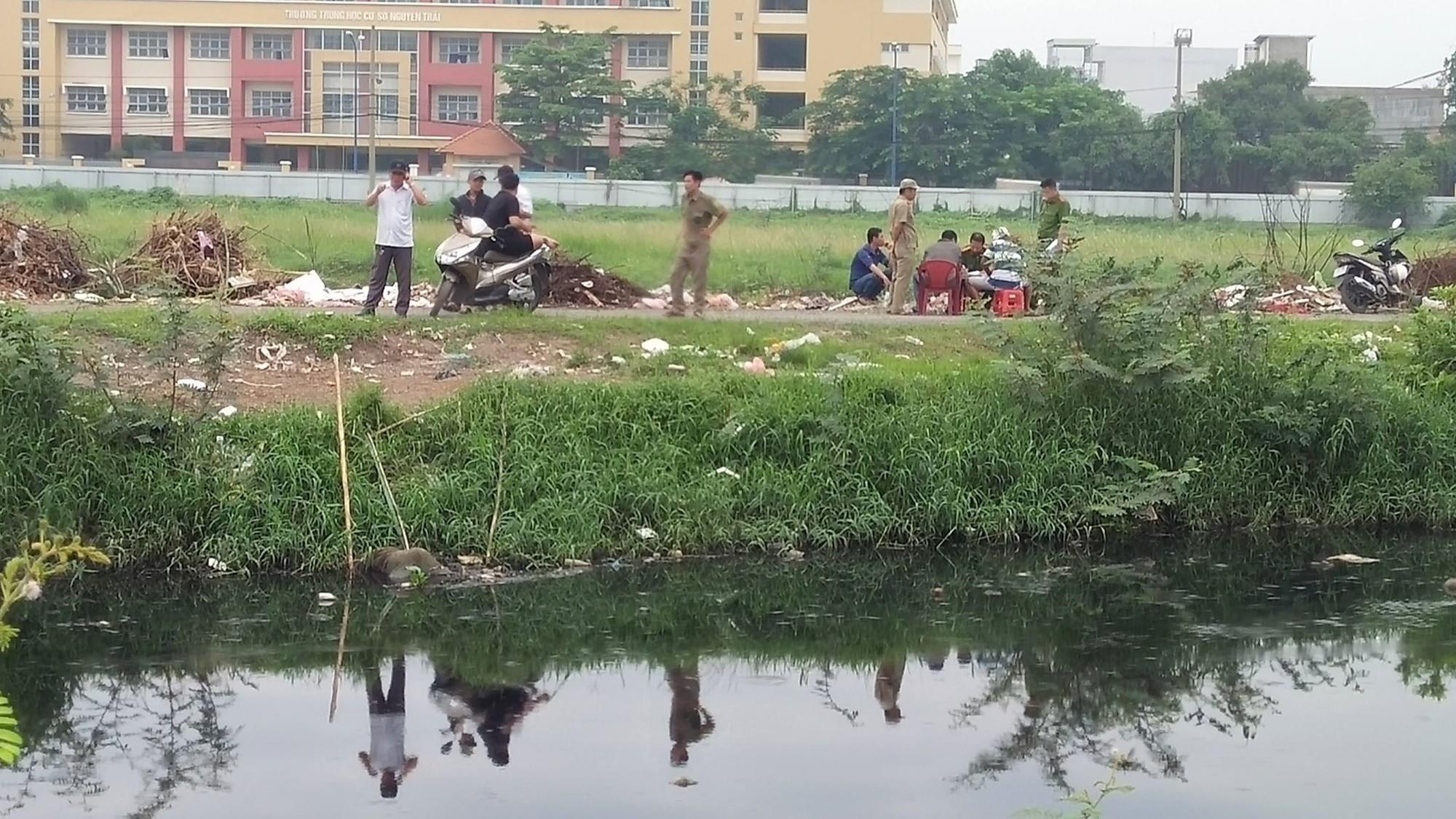 TP.HCM: Hốt hoảng phát hiện thi thể nam thanh niên nổi trên kênh Tham Lương - Ảnh 1.