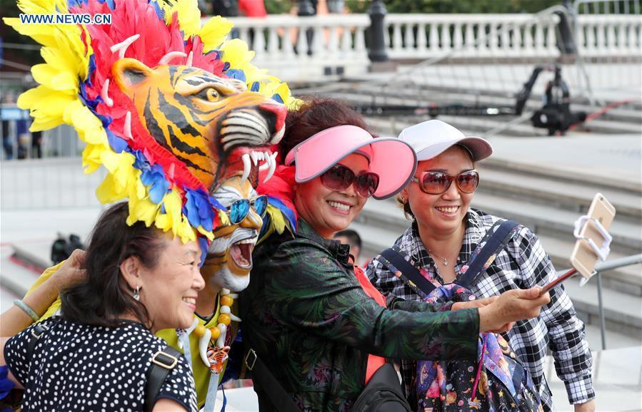 Người hâm mộ trên khắp thế giới hào hứng chờ đón khai mạc World Cup 2018 - Ảnh 9.