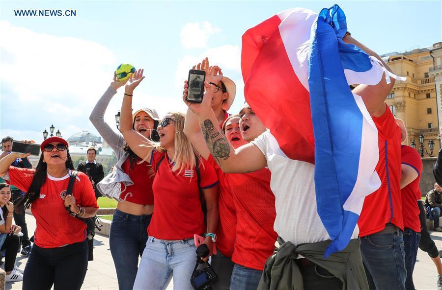 Người hâm mộ trên khắp thế giới hào hứng chờ đón khai mạc World Cup 2018 - Ảnh 11.