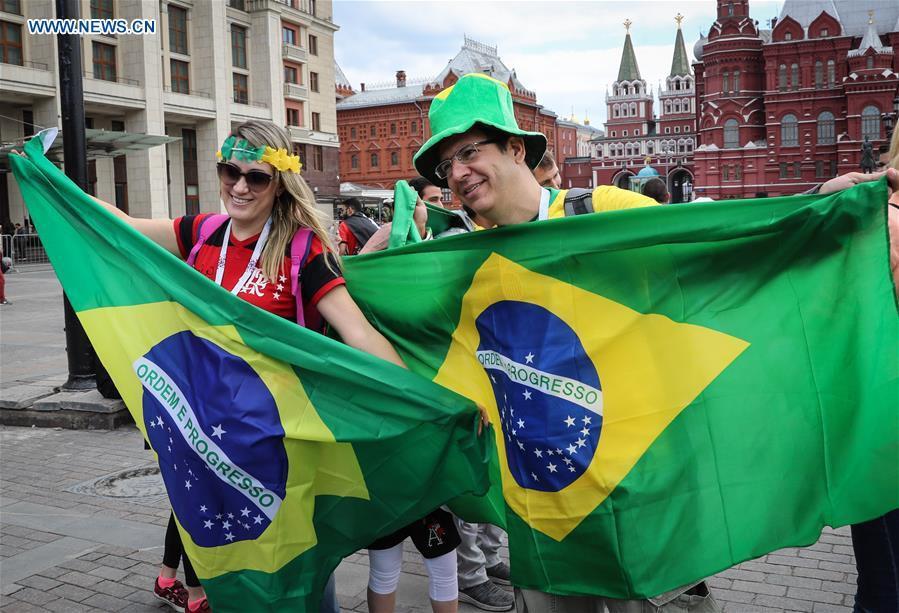 Người hâm mộ trên khắp thế giới hào hứng chờ đón khai mạc World Cup 2018 - Ảnh 4.