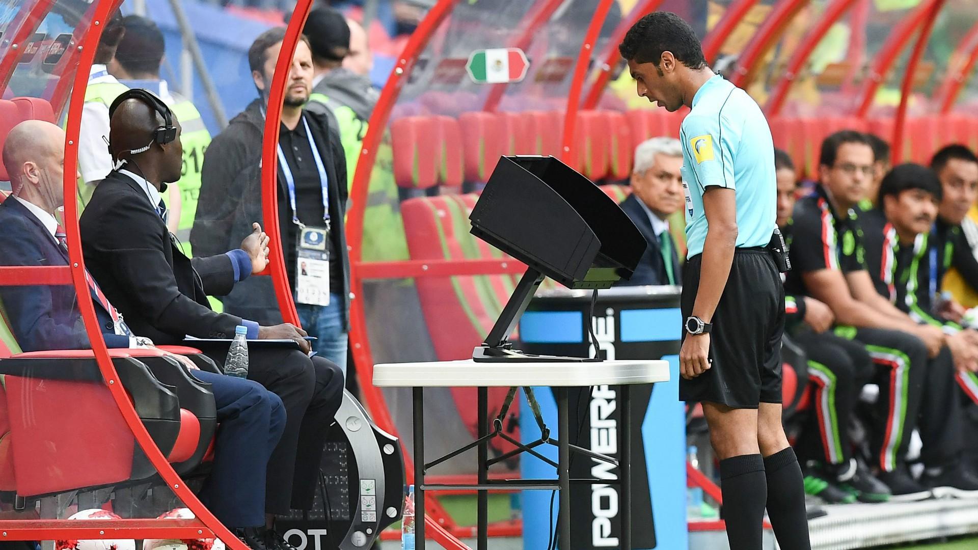 Fan bóng đá toàn thế giới nói gì khi World Cup sử dụng công nghệ trọng tài video (VAR)? - Ảnh 1.