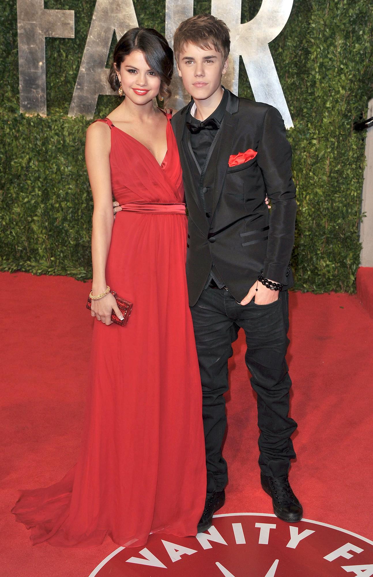 Dù có mặc váy của Dolce&Gabbana thì Selena Gomez vẫn bị Stefano Gabbana - NTK của hãng chê bai như thường - Ảnh 3.