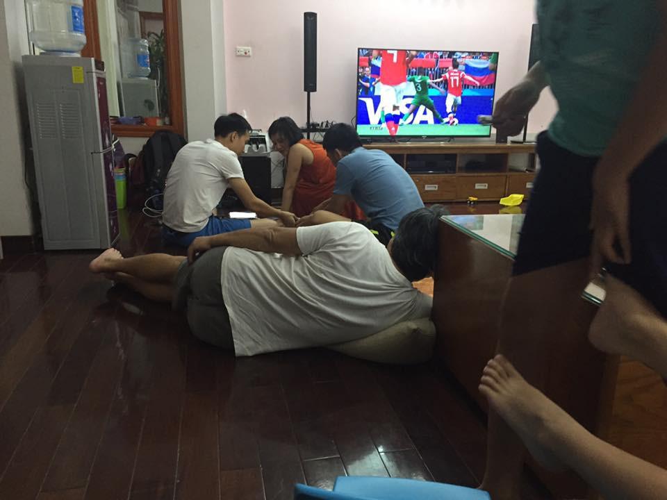 Chuyện mùa World Cup: Ông nội hô hào con cháu tề tựu xem bóng đá, bóng vừa lăn 15 phút thì ông đã ngủ say sưa 1