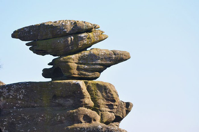 Tác phẩm điêu khắc tự nhiên 320 triệu năm tuổi tại Anh vừa bị 5 thanh niên phá hủy... cho vui 2