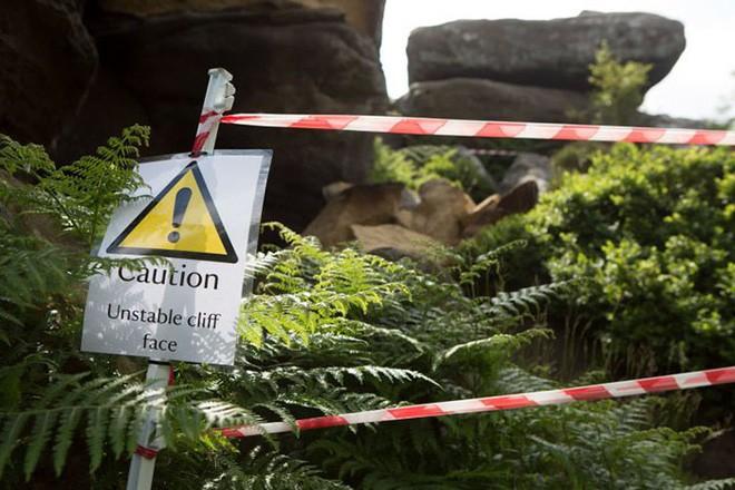 Tác phẩm điêu khắc tự nhiên 320 triệu năm tuổi tại Anh vừa bị 5 thanh niên phá hủy... cho vui 15