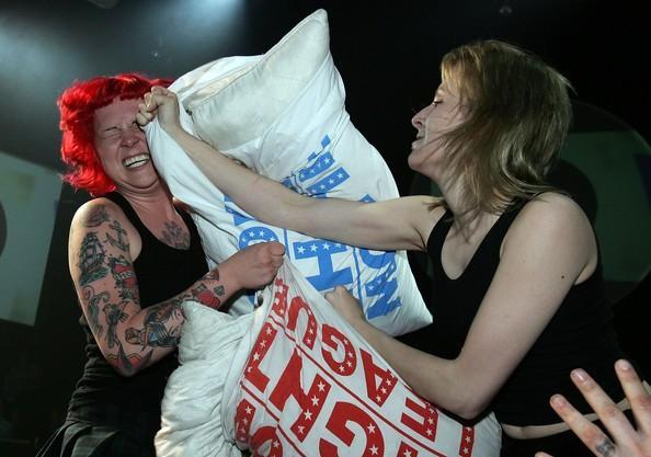 torontos pillow fighting league - 1024×720