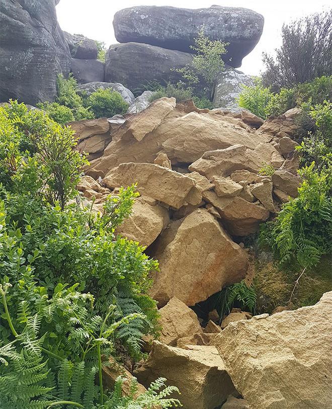 Tác phẩm điêu khắc tự nhiên 320 triệu năm tuổi tại Anh vừa bị 5 thanh niên phá hủy... cho vui 7