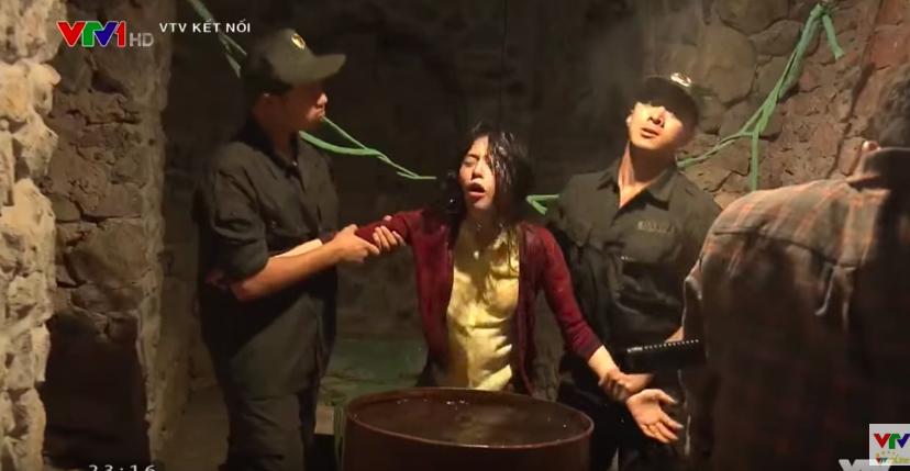 Quỳnh Búp Bê mở màn ấn tượng trong cảnh tra tấn trần trụi với đề tài mại dâm - Ảnh 8.