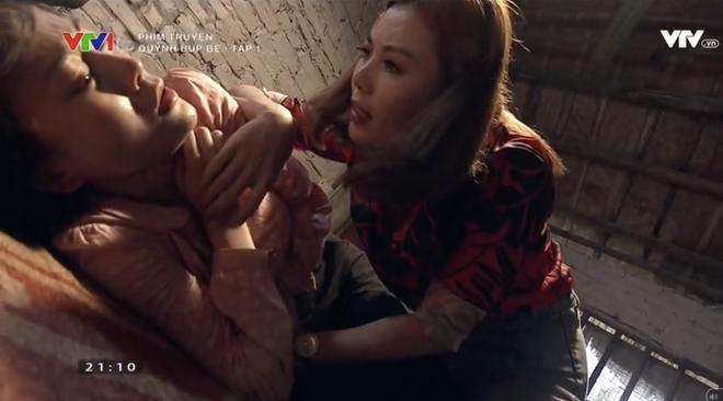 Quỳnh Búp Bê mở màn ấn tượng trong cảnh tra tấn trần trụi với đề tài mại dâm - Ảnh 4.